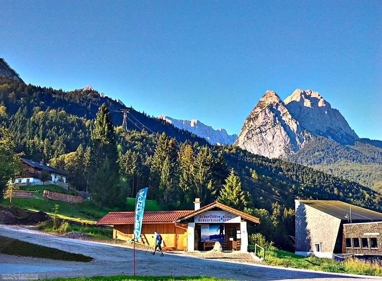 Alpspitzbahn, Hátul a Waxenstein mered az ég felé